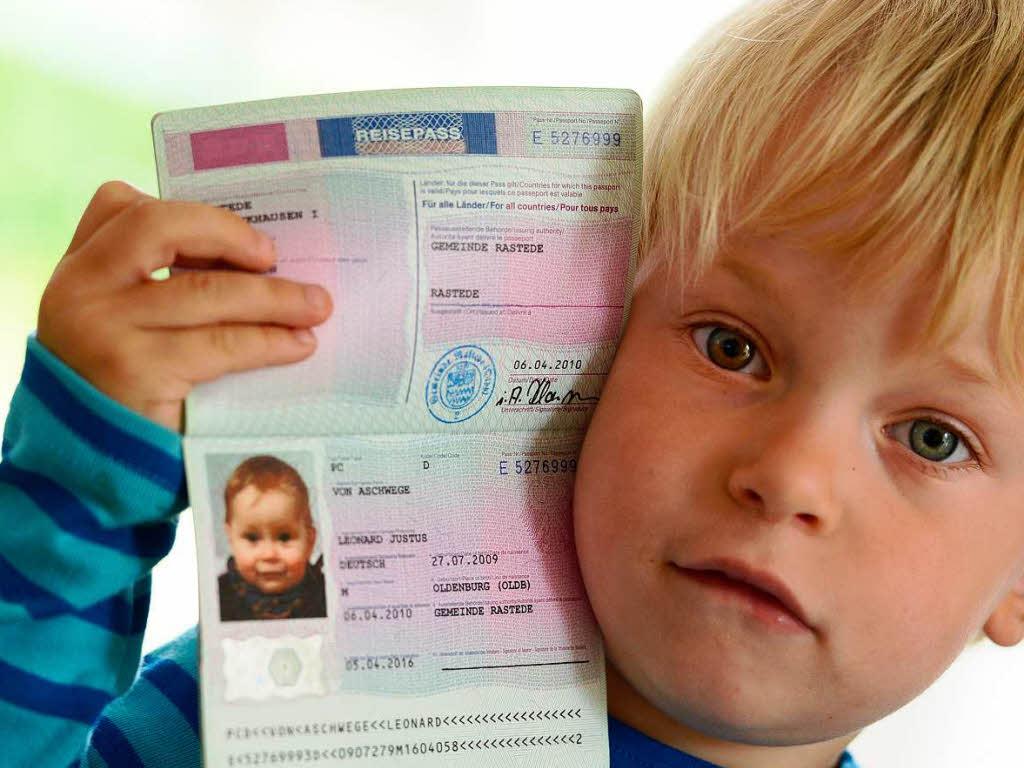 Как сделать на загранпаспорт малышу