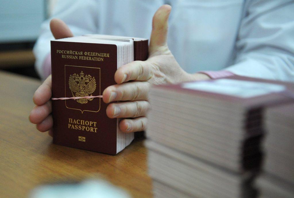 Правительство решило сократить сроки выдачи загранпаспортов