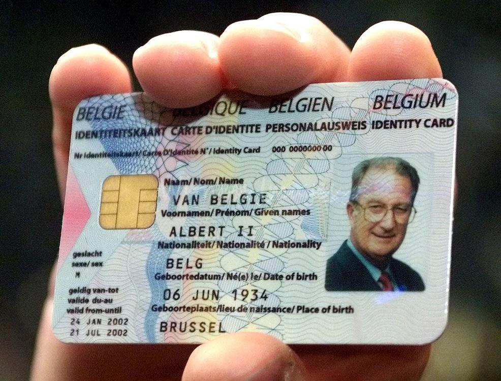 Пластиковая карта особы, получившей ВНЖ Бельгии