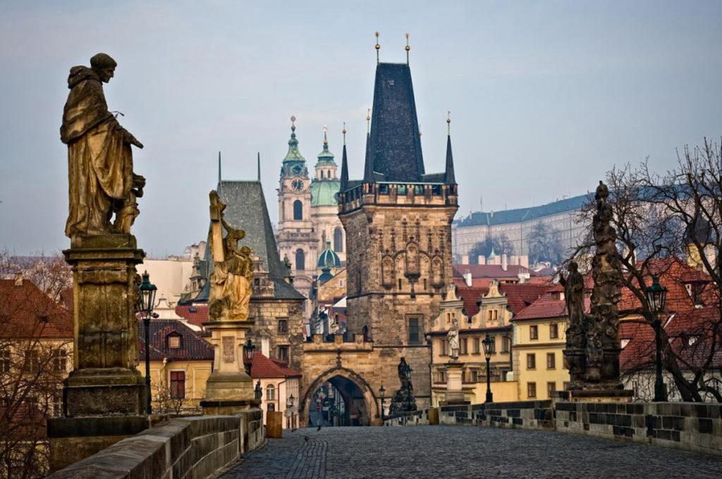 Стоимость оформления визы в Чехию