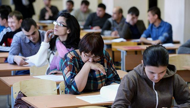 мигранты на экзамене