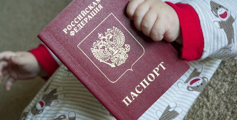 Какой загранпаспорт лучше оформить ребенку?